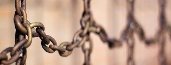 Las cadenas del maltrato